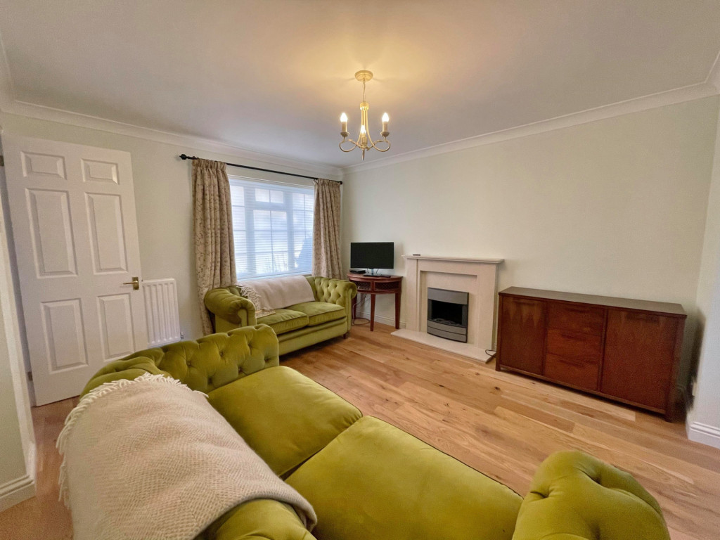3 bed detached house to rent in South Motto, Park Farm, Ashford 1