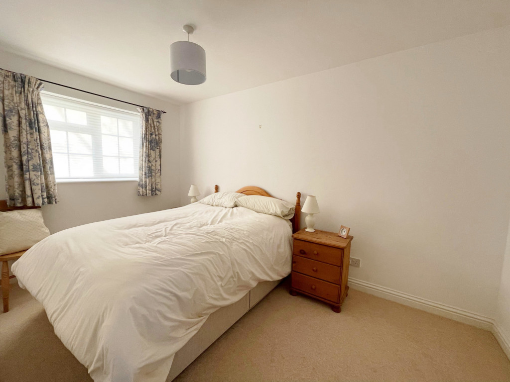 3 bed detached house to rent in South Motto, Park Farm, Ashford 6