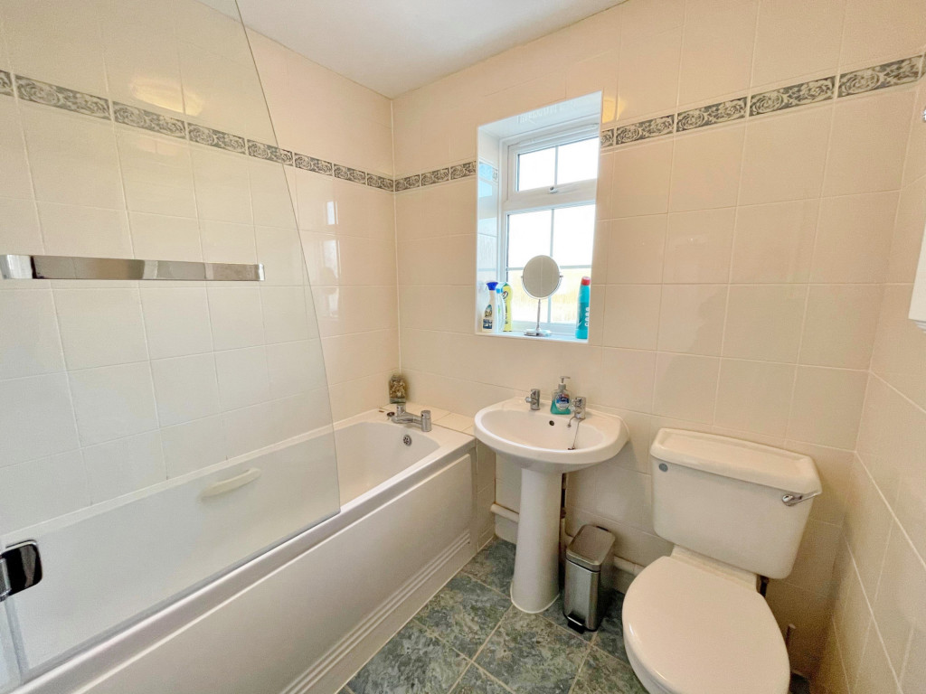 3 bed detached house to rent in South Motto, Park Farm, Ashford  - Property Image 8
