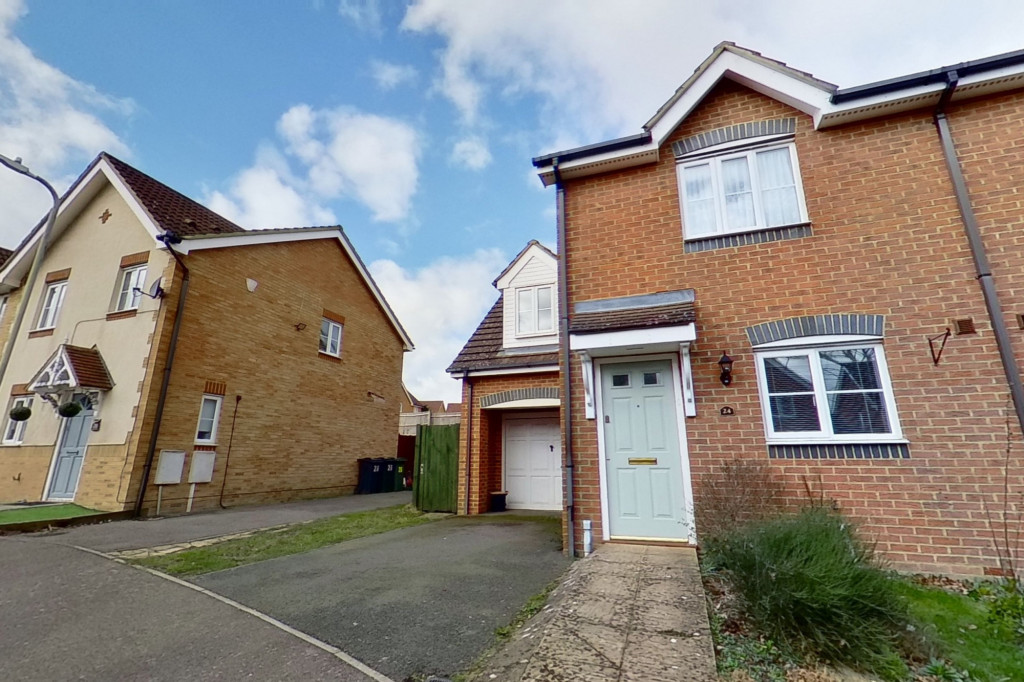 3 bed semi-detached house for sale in Lodge Wood Drive, Ashford - Property Image 1