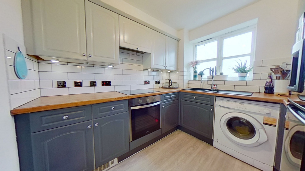 2 bed apartment for sale in East Stour Way, Ashford 1