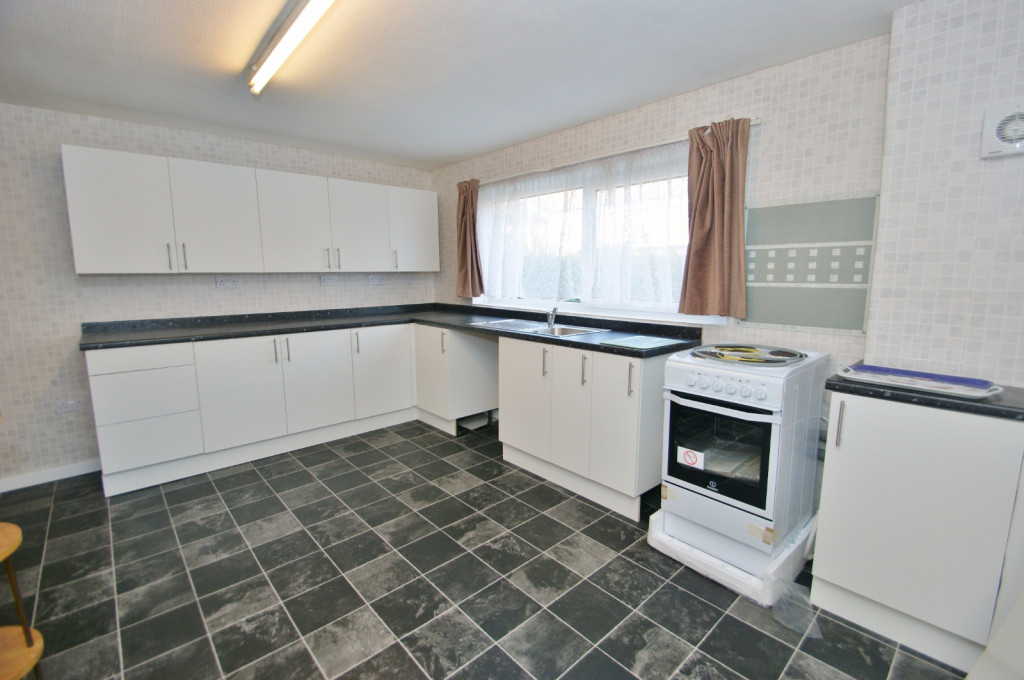 3 bed end of terrace house for sale in Brenchley Close, Ashford 1