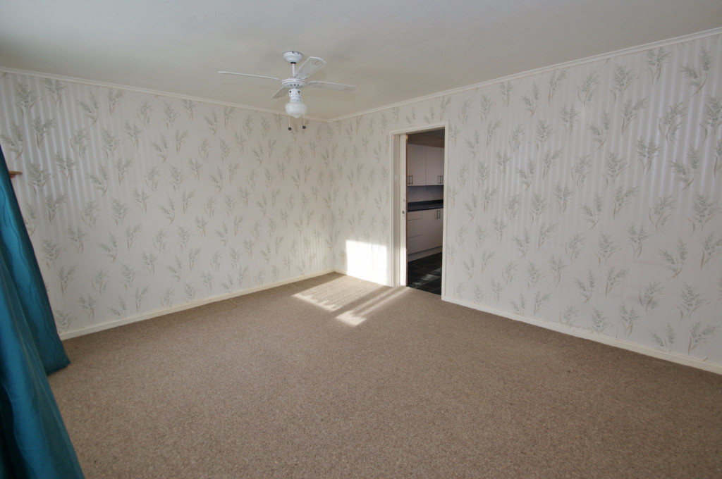 3 bed end of terrace house for sale in Brenchley Close, Ashford 4