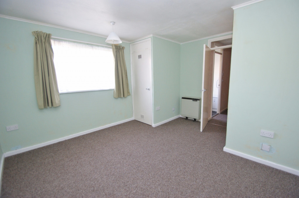 3 bed end of terrace house for sale in Brenchley Close, Ashford 6