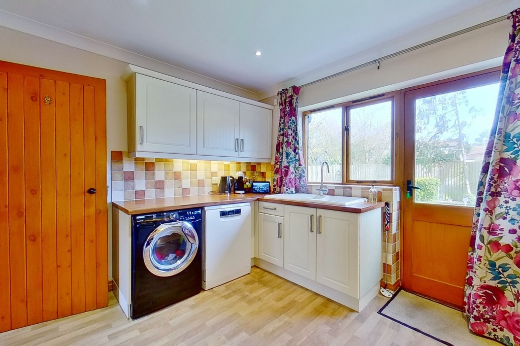 4 bed detached house for sale in Lookers Barn, Oasthouse Field, Ivychurch 5