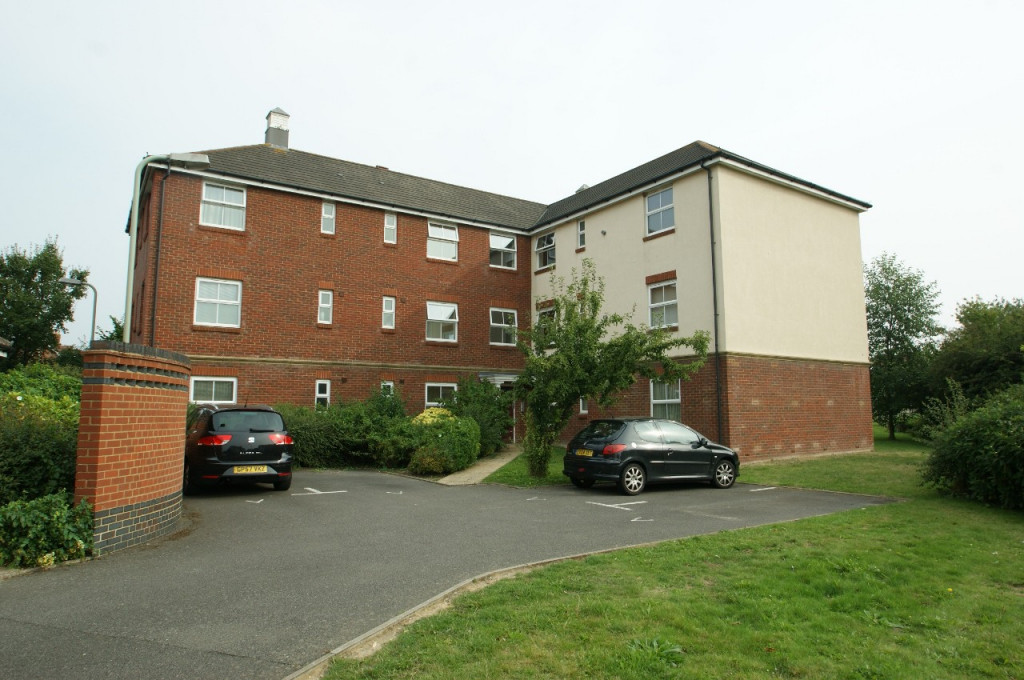 2 bed apartment to rent in Angus Drive, Kennington, Ashford 2