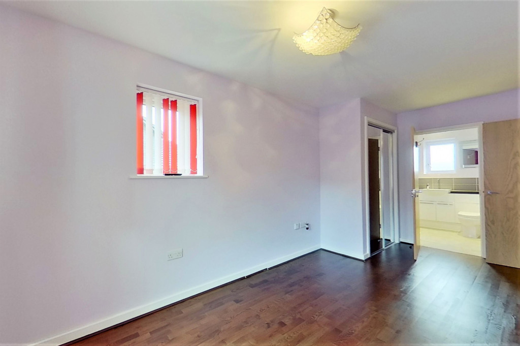 2 bed detached house for sale in Hythe Crescent, Ashford  - Property Image 9