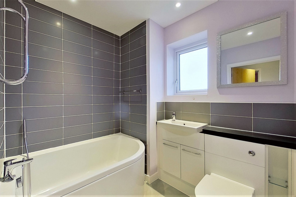 2 bed detached house for sale in Hythe Crescent, Ashford  - Property Image 12