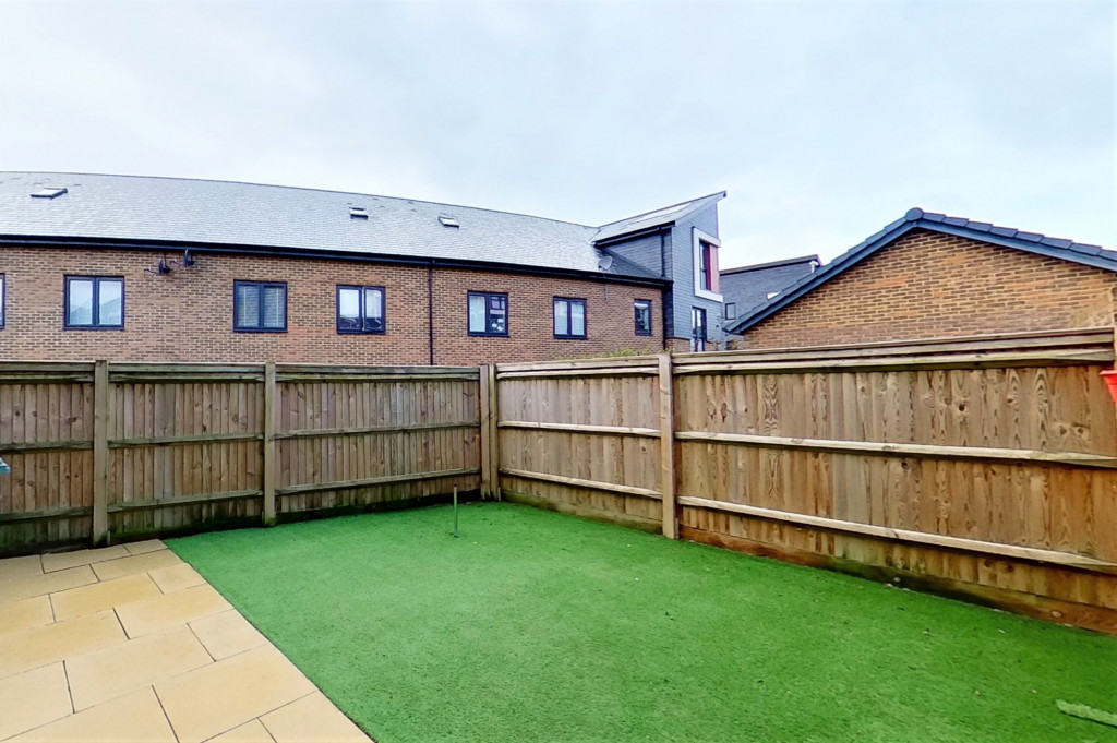 2 bed detached house for sale in Hythe Crescent, Ashford  - Property Image 13