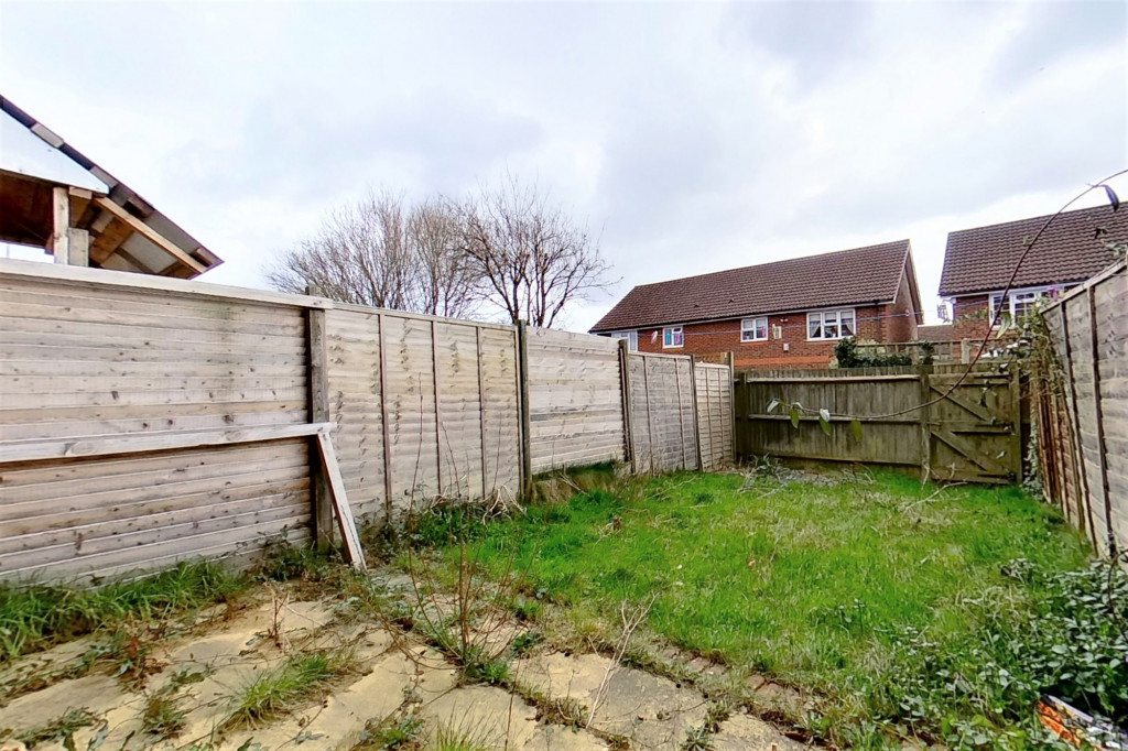 2 bed terraced house for sale in Chaffinch Drive, Ashford 9