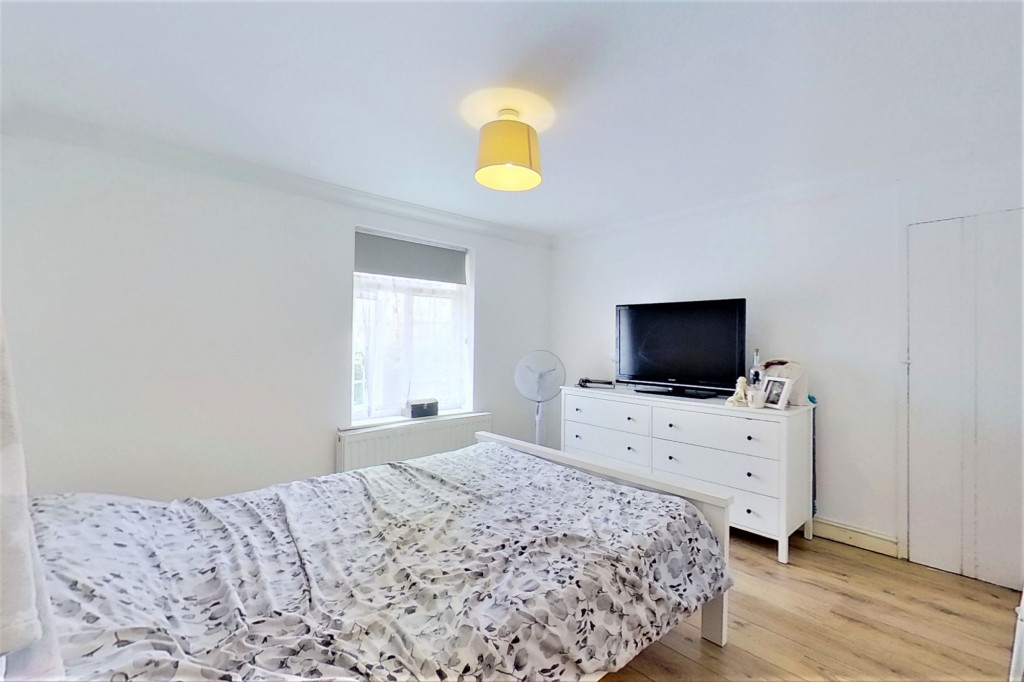 2 bed semi-detached house for sale in Kingsnorth Road, Kingsnorth, Ashford  - Property Image 10