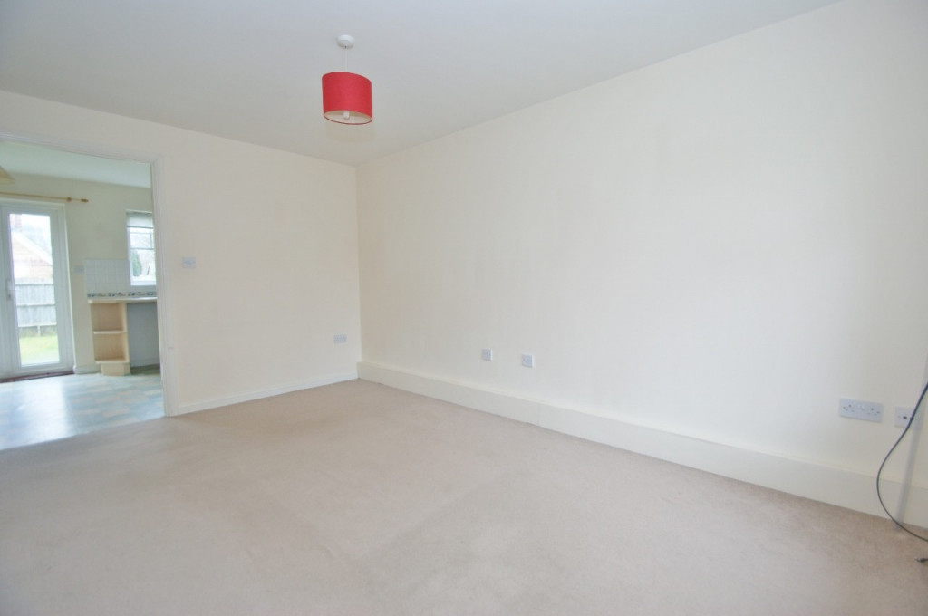 2 bed semi-detached house for sale in Gordon Close, Ashford  - Property Image 5