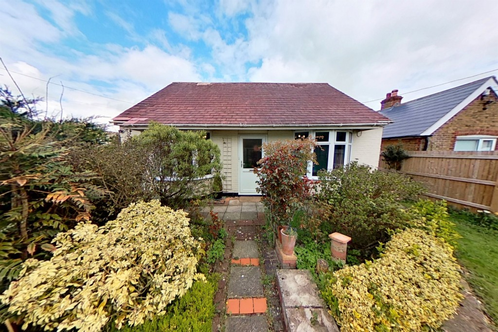 3 bed bungalow to rent in Remus, London Road, Dunkirk, Faversham  - Property Image 1