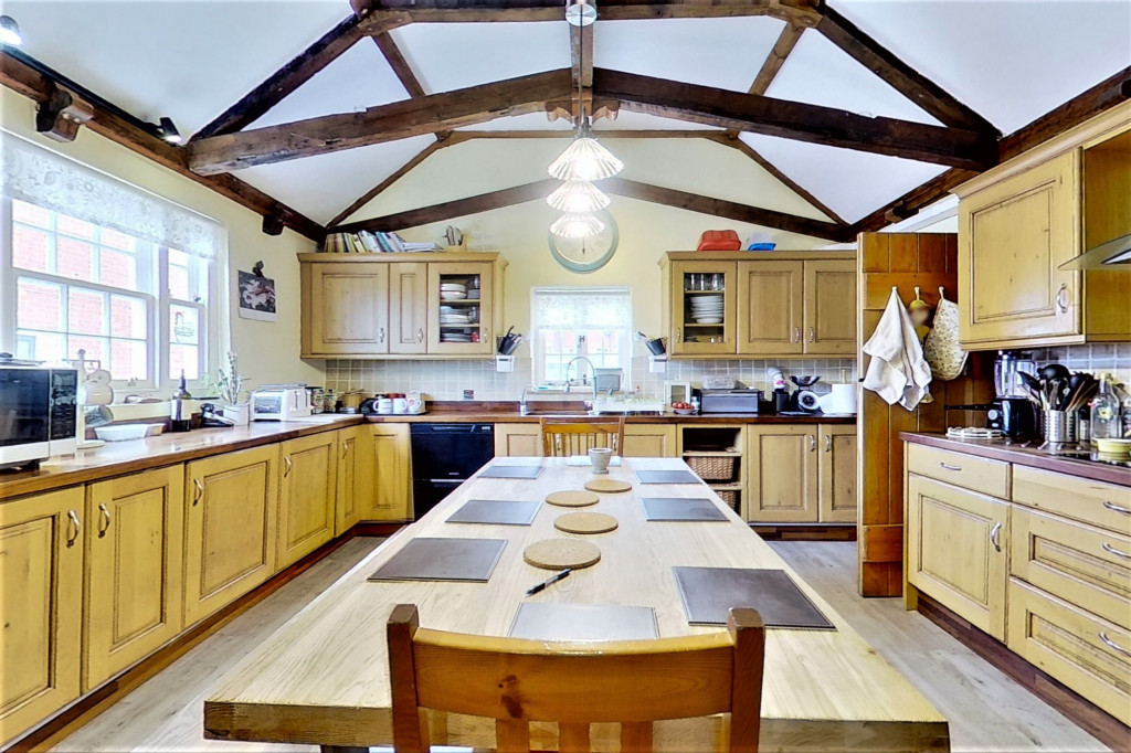 6 bed detached house for sale in Stoke Road, Allhallows, Rochester  - Property Image 3