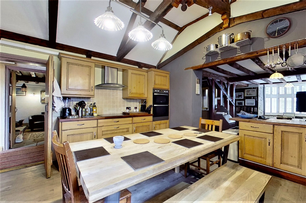 6 bed detached house for sale in Stoke Road, Allhallows, Rochester  - Property Image 7