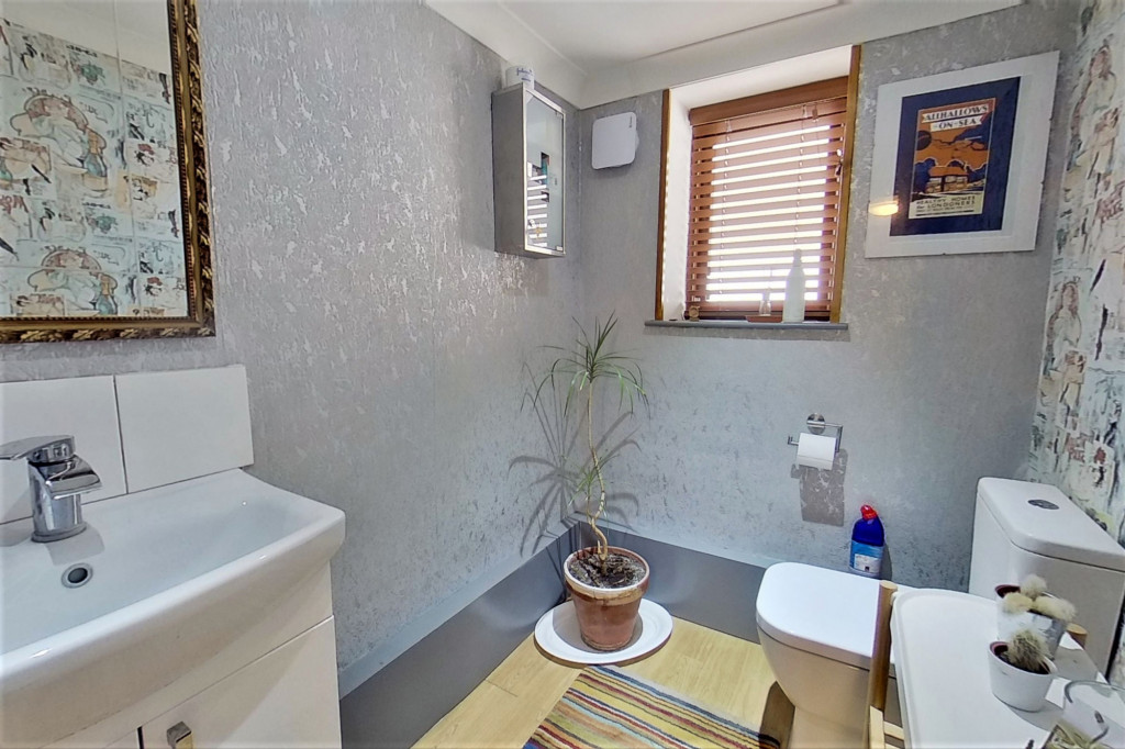6 bed detached house for sale in Stoke Road, Allhallows, Rochester 10
