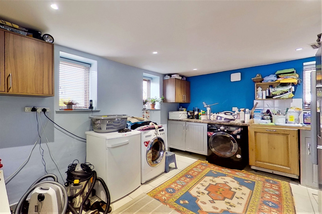 6 bed detached house for sale in Stoke Road, Allhallows, Rochester  - Property Image 12