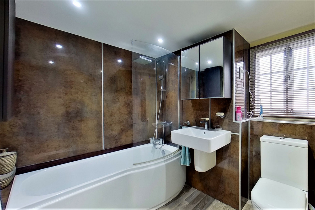6 bed detached house for sale in Stoke Road, Allhallows, Rochester 18