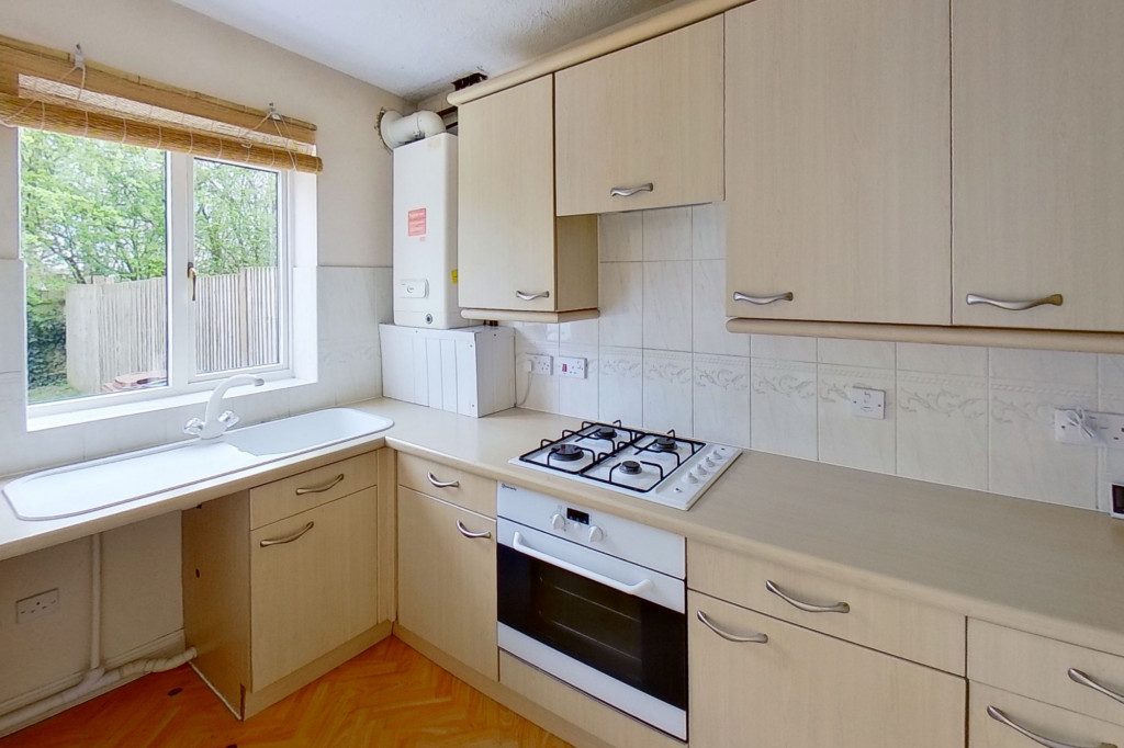 2 bed terraced house for sale in Manor House Drive, Kingsnorth, Ashford  - Property Image 4