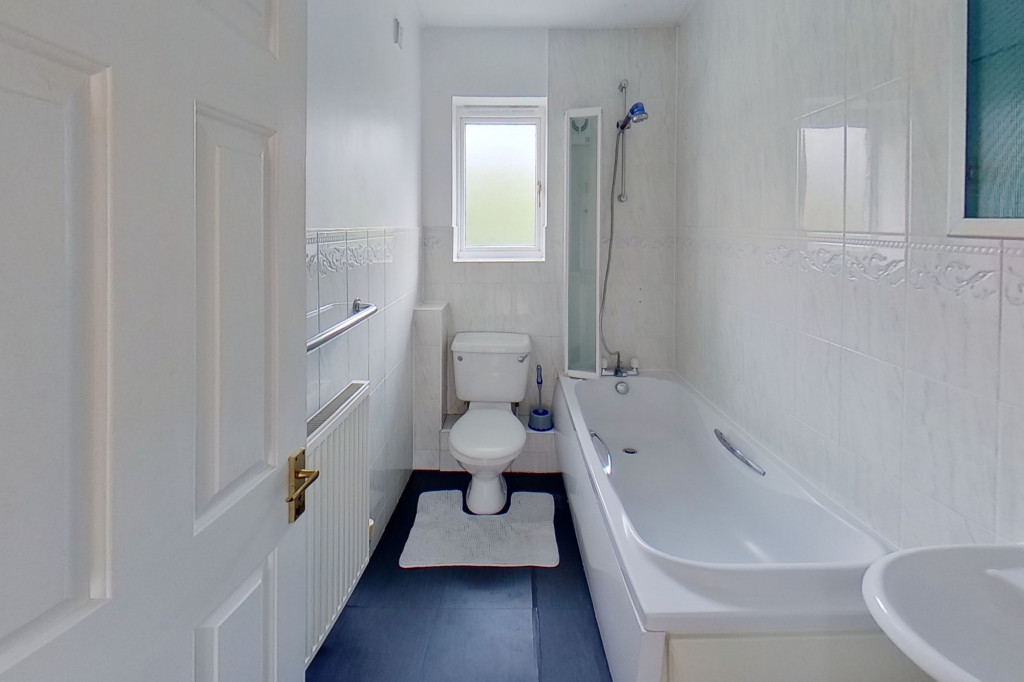2 bed terraced house for sale in Manor House Drive, Kingsnorth, Ashford  - Property Image 7