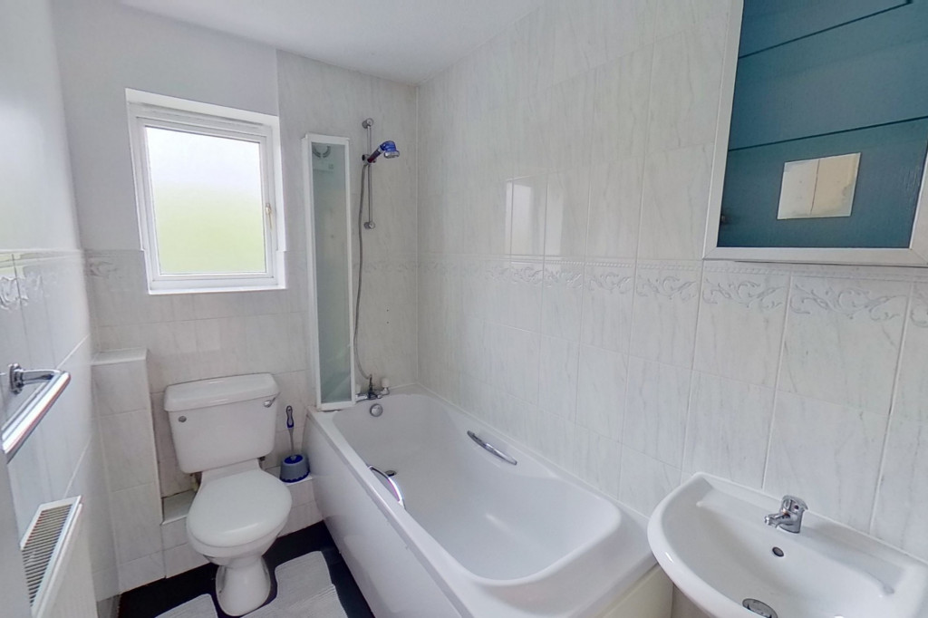 2 bed terraced house for sale in Manor House Drive, Kingsnorth, Ashford  - Property Image 8