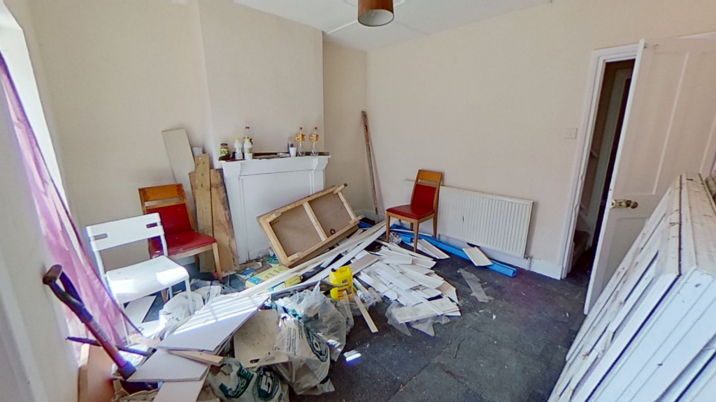 2 bed terraced house for sale in Queens Road, Maidstone 2