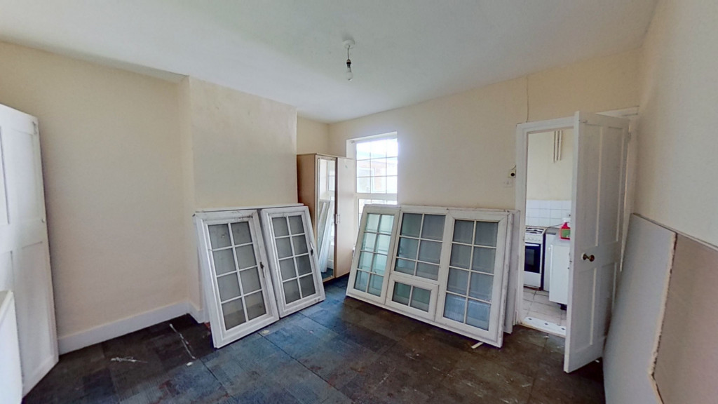 2 bed terraced house for sale in Queens Road, Maidstone 3