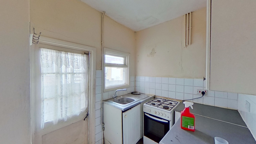 2 bed terraced house for sale in Queens Road, Maidstone  - Property Image 5