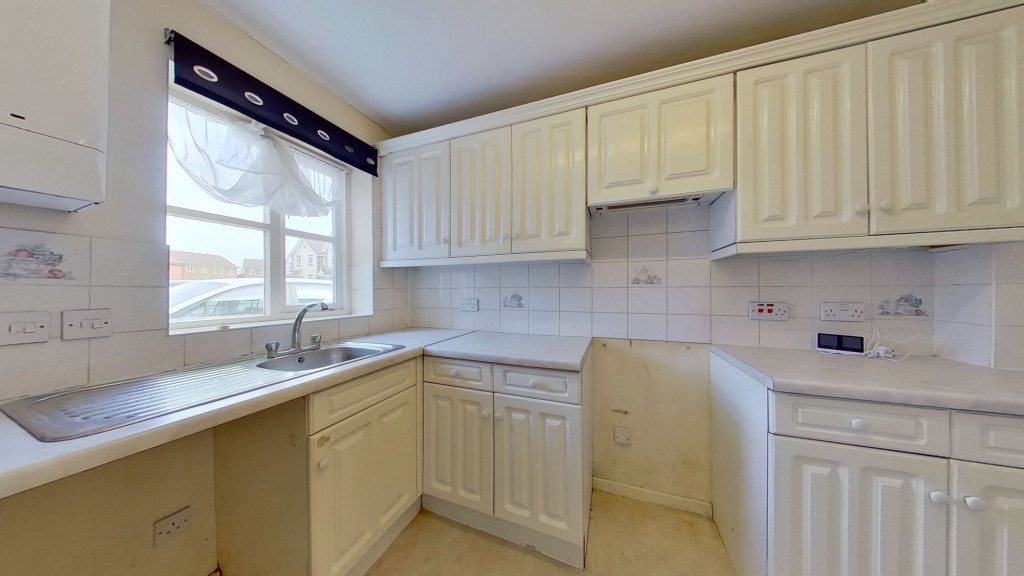 2 bed end of terrace house for sale in Park Wood Close, Park Farm, Ashford 3
