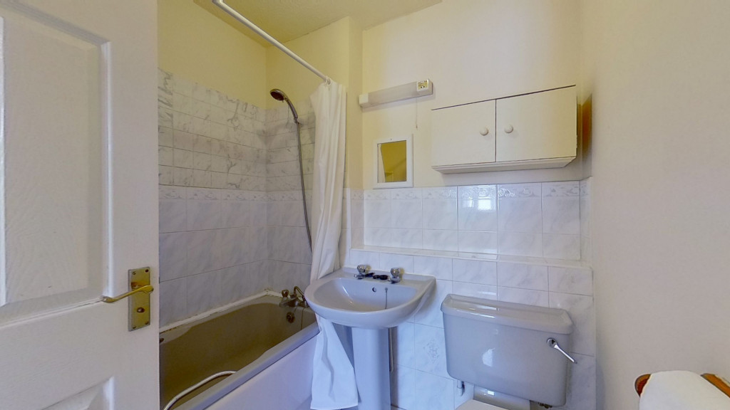 2 bed end of terrace house for sale in Park Wood Close, Park Farm, Ashford 8