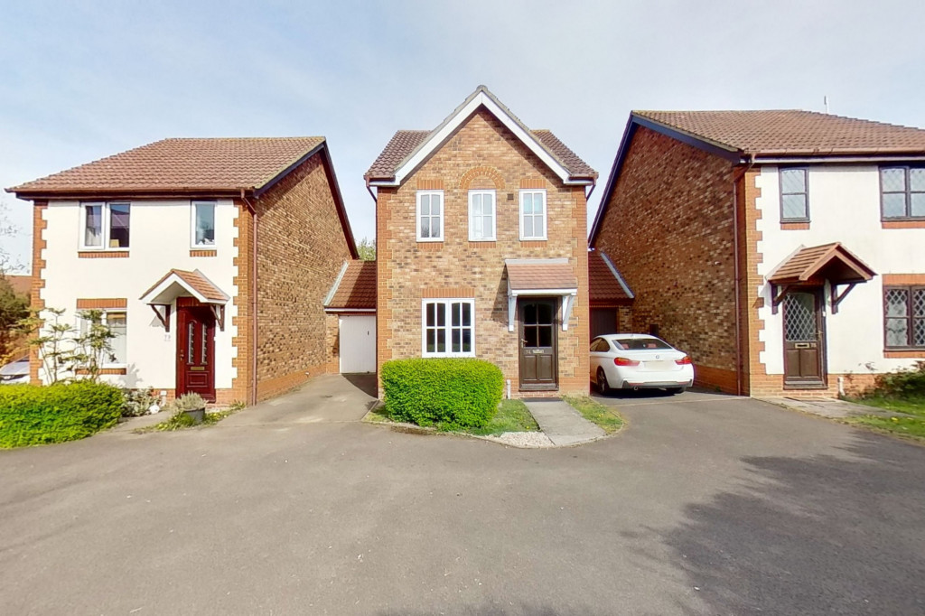3 bed link detached house for sale in Smithy Drive, Kingsnorth, Ashford 1