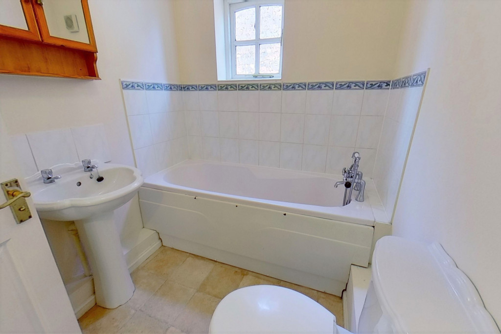 3 bed link detached house for sale in Smithy Drive, Kingsnorth, Ashford  - Property Image 9