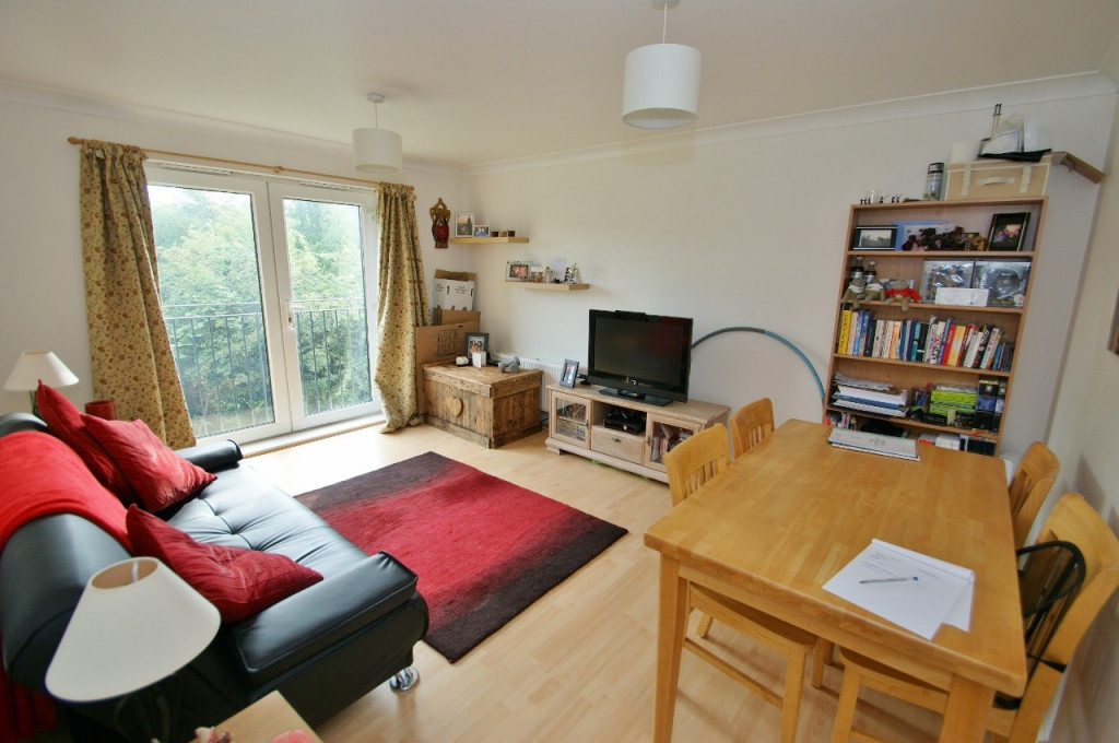 2 bed apartment for sale in Angus Drive, Kennington, Ashford  - Property Image 1