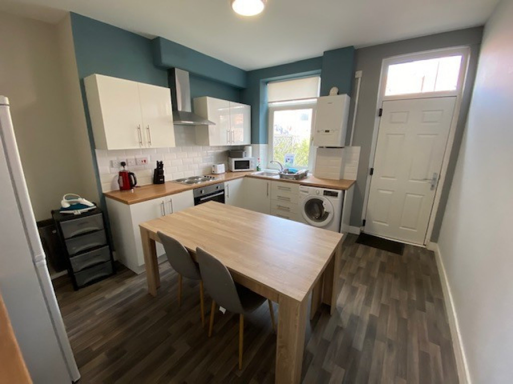 3 bed terraced house to rent in Beech Road, Rotherham 1