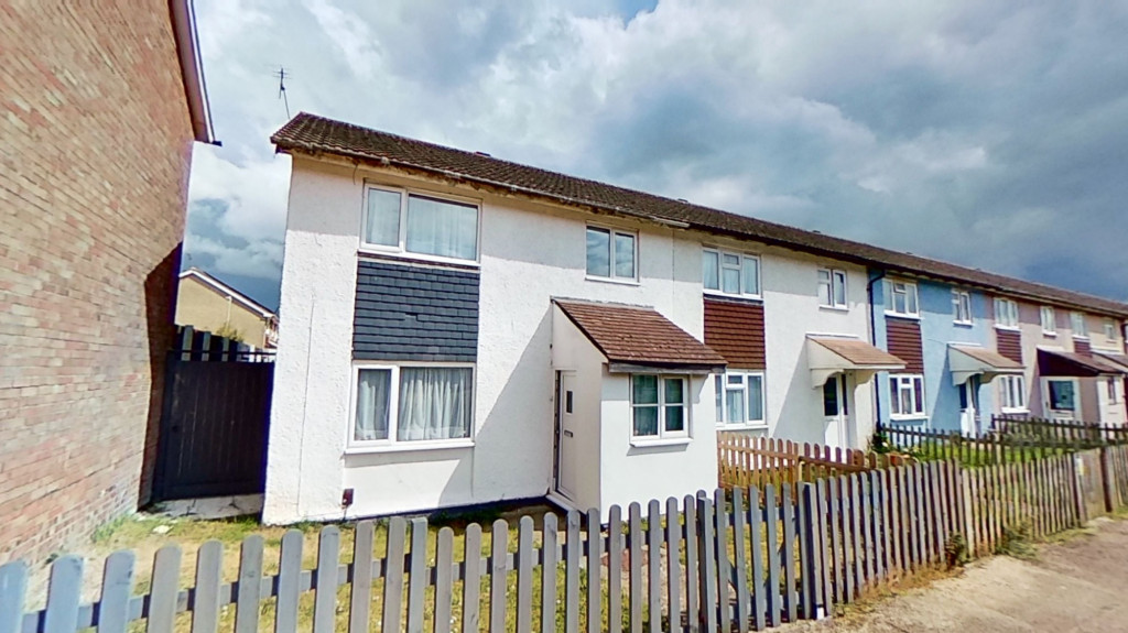 3 bed end of terrace house for sale in Newenden Close, Ashford  - Property Image 1