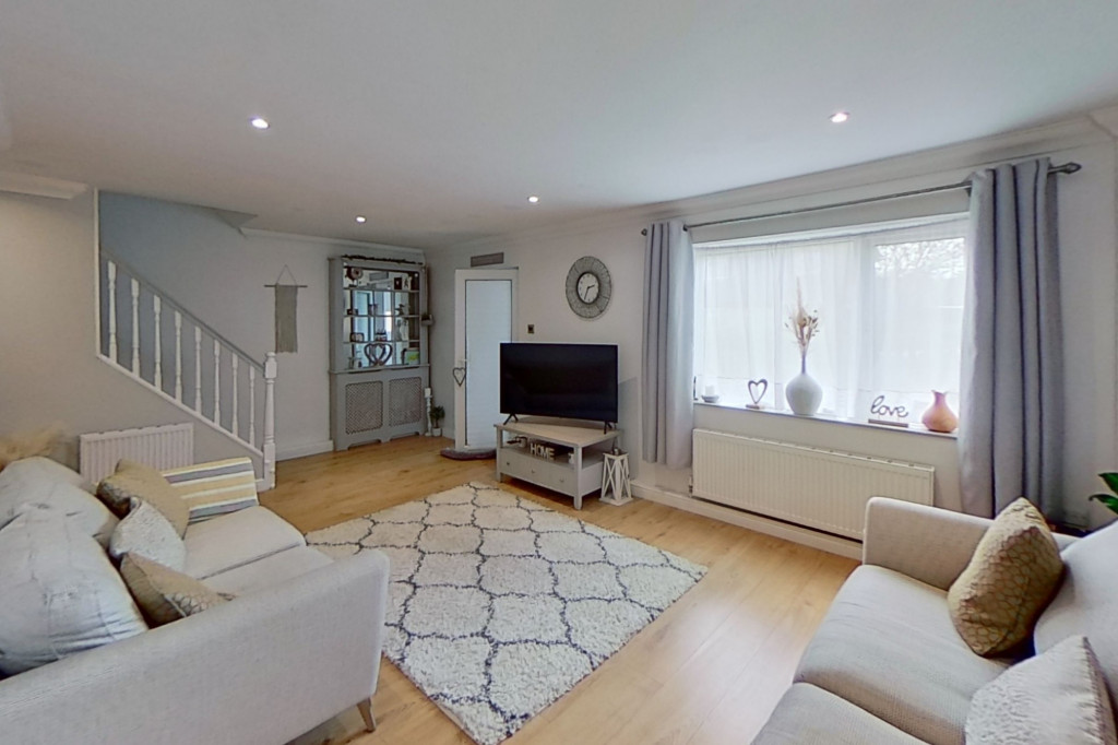 3 bed end of terrace house for sale in Newenden Close, Ashford  - Property Image 2