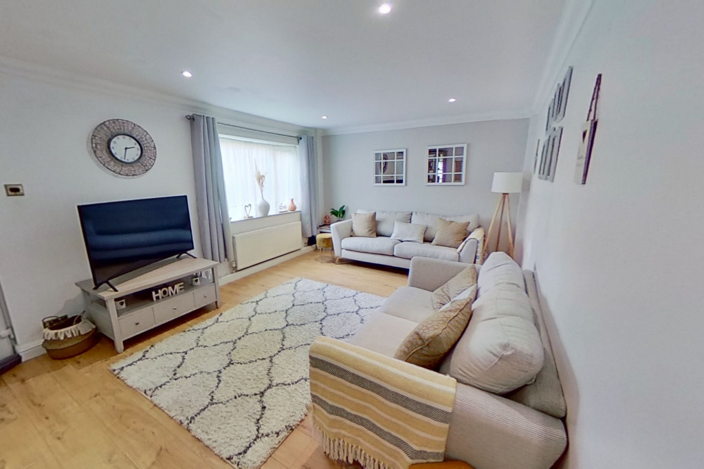 3 bed end of terrace house for sale in Newenden Close, Ashford  - Property Image 3