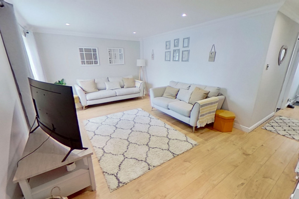 3 bed end of terrace house for sale in Newenden Close, Ashford 3