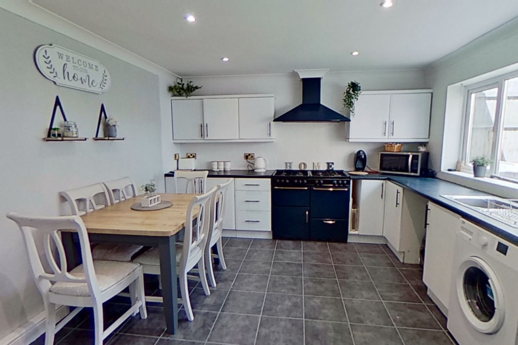 3 bed end of terrace house for sale in Newenden Close, Ashford 4