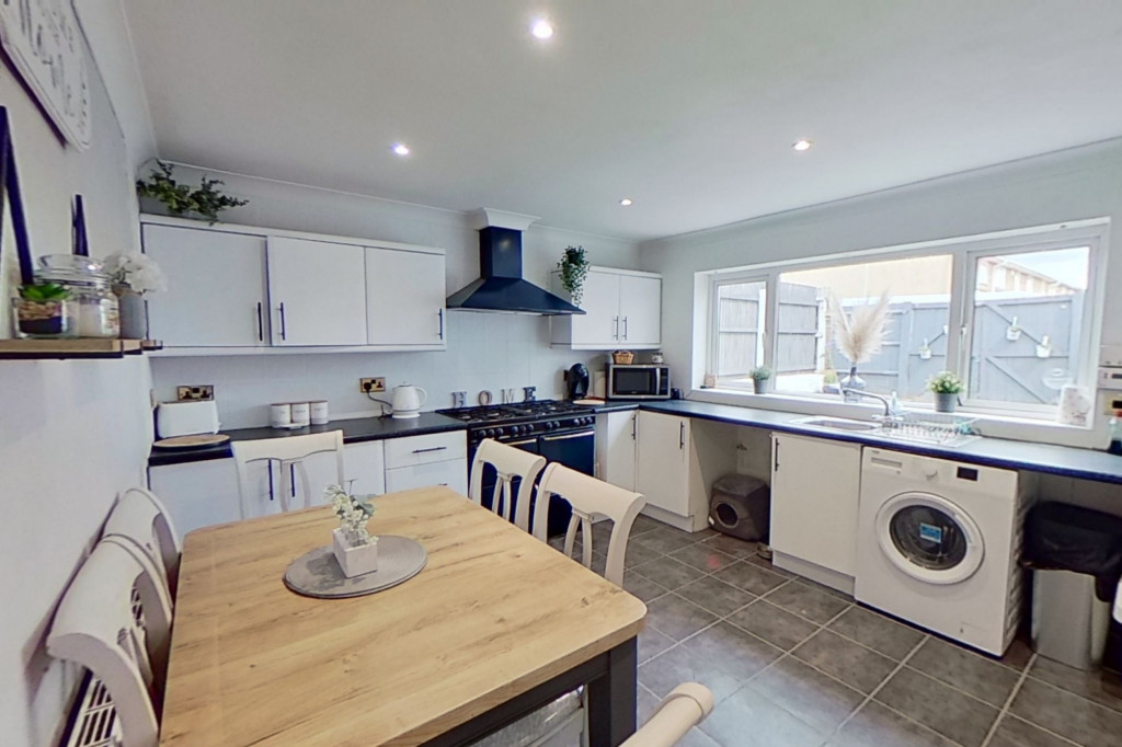 3 bed end of terrace house for sale in Newenden Close, Ashford 5