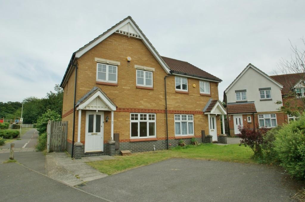 3 bed semi-detached house for sale in Gordon Close, Ashford, Ashford  - Property Image 1
