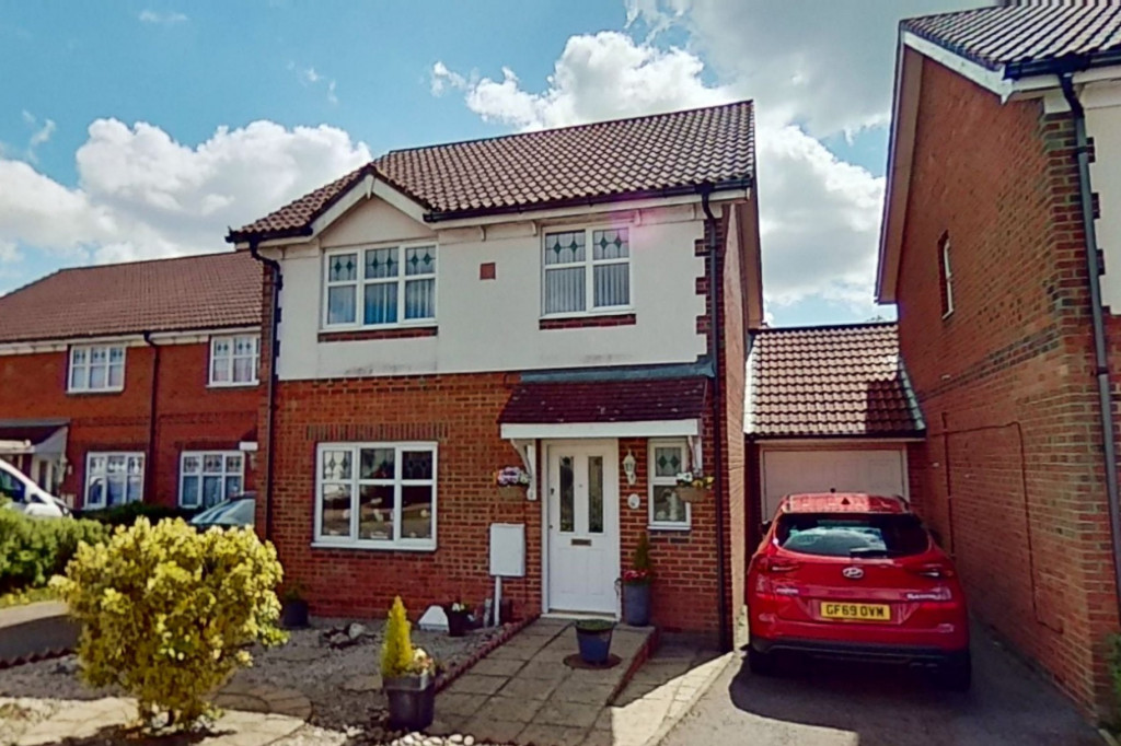 3 bed detached house for sale in Chaffinch Drive, Park Farm, Ashford  - Property Image 1