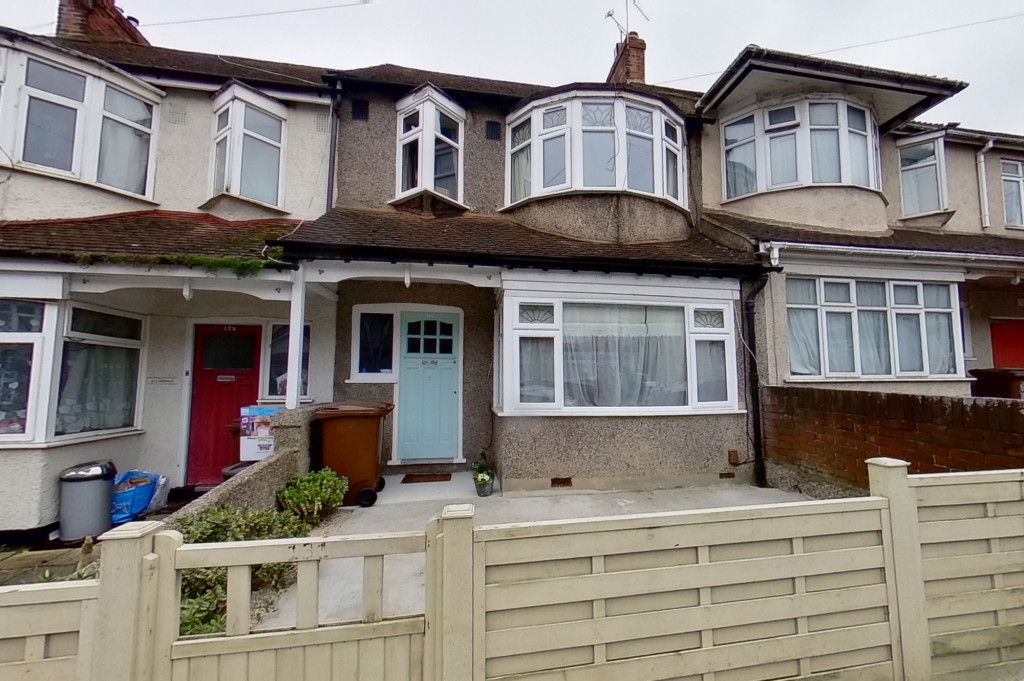 3 bed terraced house to rent in Boundary Road, Chatham  - Property Image 1