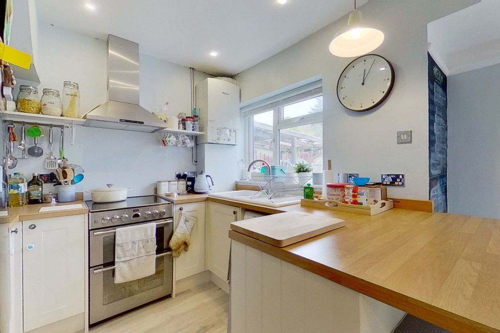 3 bed terraced house to rent in Boundary Road, Chatham 4