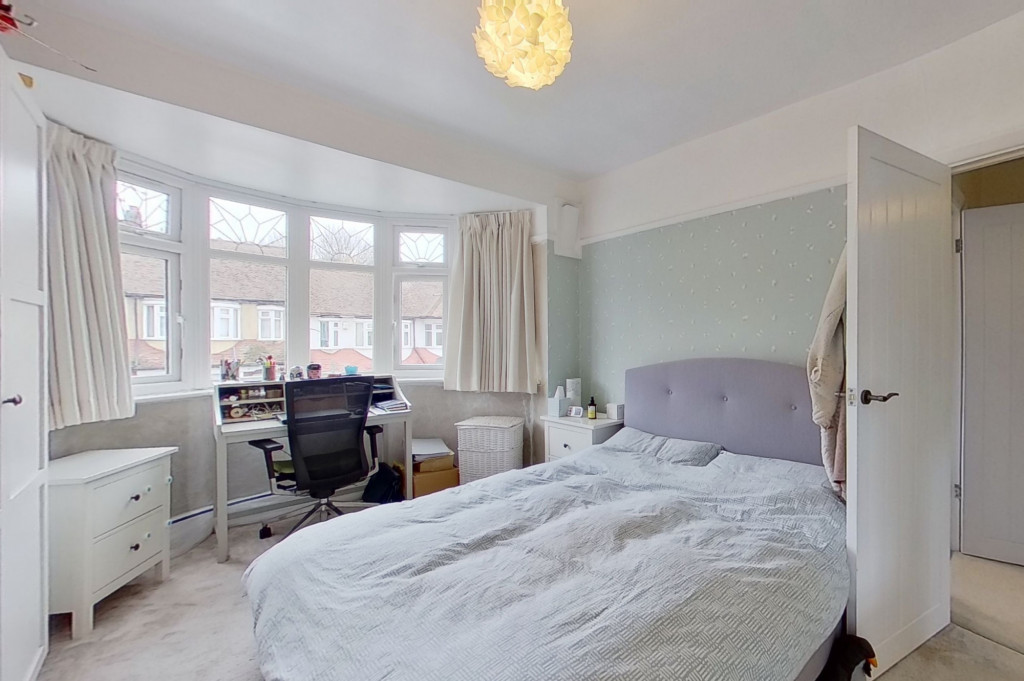 3 bed terraced house to rent in Boundary Road, Chatham 5