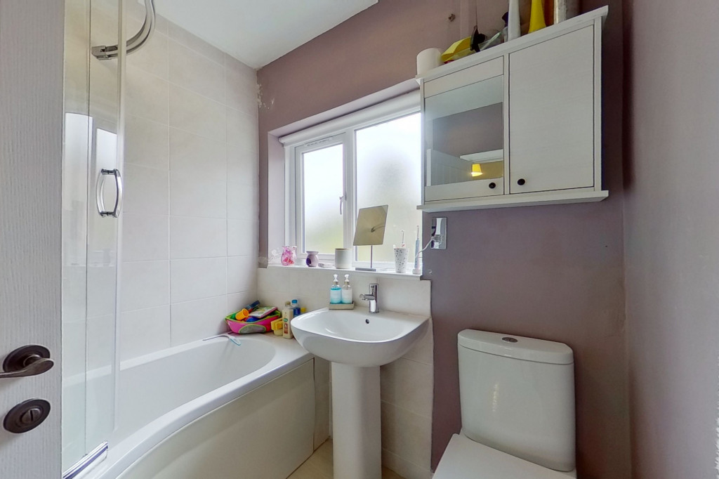 3 bed terraced house to rent in Boundary Road, Chatham 9