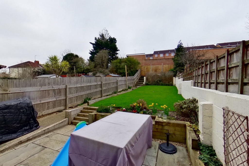 3 bed terraced house to rent in Boundary Road, Chatham 10