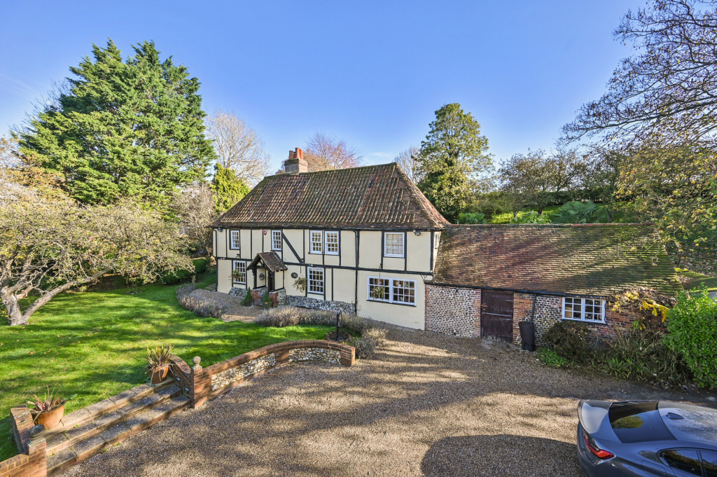 4 bed detached house for sale in Diamond Farm, Coxhill Road, Shepherdswell, Dover - Property Image 1