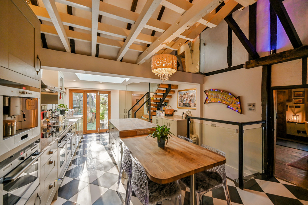 4 bed detached house for sale in Diamond Farm, Coxhill Road, Shepherdswell, Dover  - Property Image 2