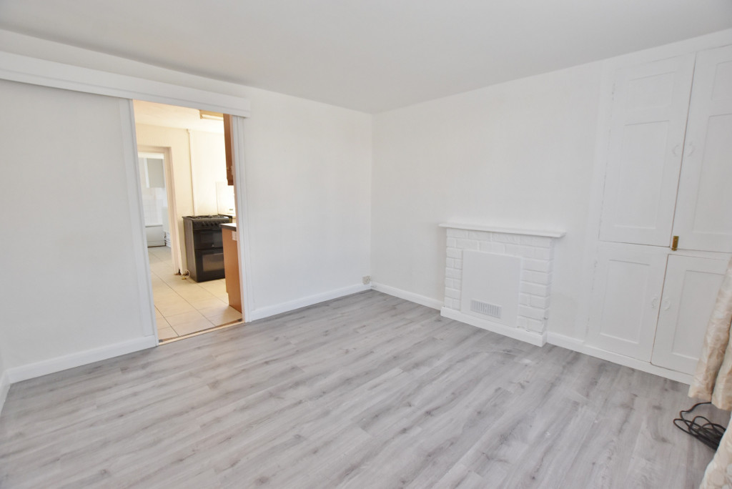 2 bed terraced house for sale in Kingsnorth Road, Ashford 1